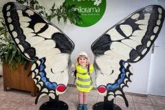 ausflug-kita-gwunderwelt-papiliorama-freudiges-maedchen
