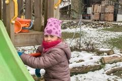schnee-garten-kita-gwunderwelt-rutschbahn